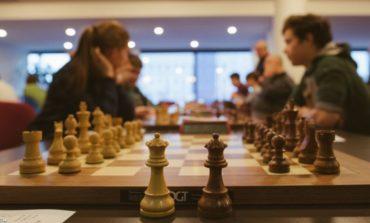 (FOTO) Vladislav Nevednichy şi Vasile Sănduleac lideri după trei runde în Openul Internaţional al României la şah. George Pleşa învingător în Cupa Unirii