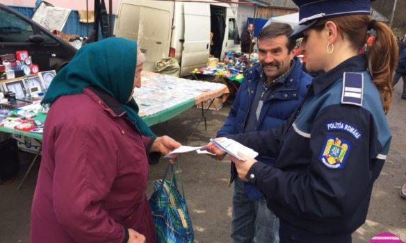 """FOTO IPJ Alba: 300 de localnici din Aiud şi Cîmpeni, informaţi de poliţişti despre înşelăciunile """"Accidentul"""""""