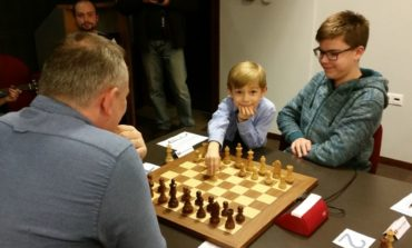 Andrei Istrăţescu egalează liderul Openului Internaţional al României la şah cu o rundă înainte de final