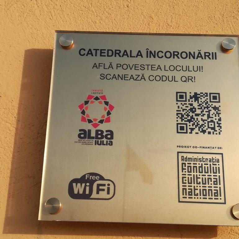 FOTO: Plăcuțele cu Cod QR, noul instrument de promovare turistică a oraşului Alba Iulia