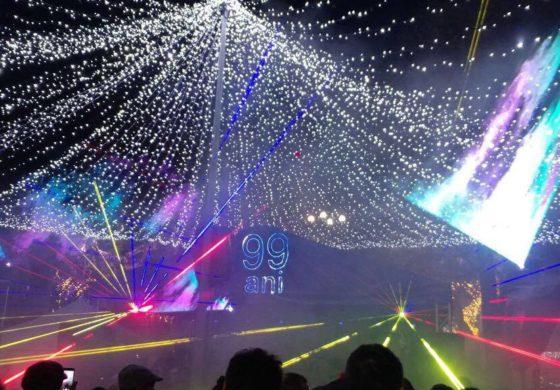 FOTO-VIDEO: Muzică de fanfară, evenimente festive, spectacol folcloric, concert Voltaj şi un show de lasere, la Sebeş, cu ocazia Zilei Naţionale a României