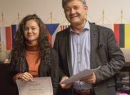 """FOTO: Proiectul """"Alba Iulia-O istorie vizuală prin «amprente» celebre"""". 21 de elevi ai Liceului de Arte """"Regina Maria"""" din Alba Iulia, premiaţi de municipalitate"""