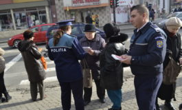 FOTO: IPJ Alba desfăşoară activităţi de informare a populaţiei în legătură cu regimul legal al articolelor cu conţinut pirotehnic