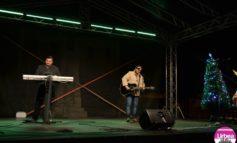 FOTO-VIDEO: Gino a adus magia Sărbătorilor de Iarnă la Alba Iulia. Concert de Crăciun în Piaţa Cetăţii
