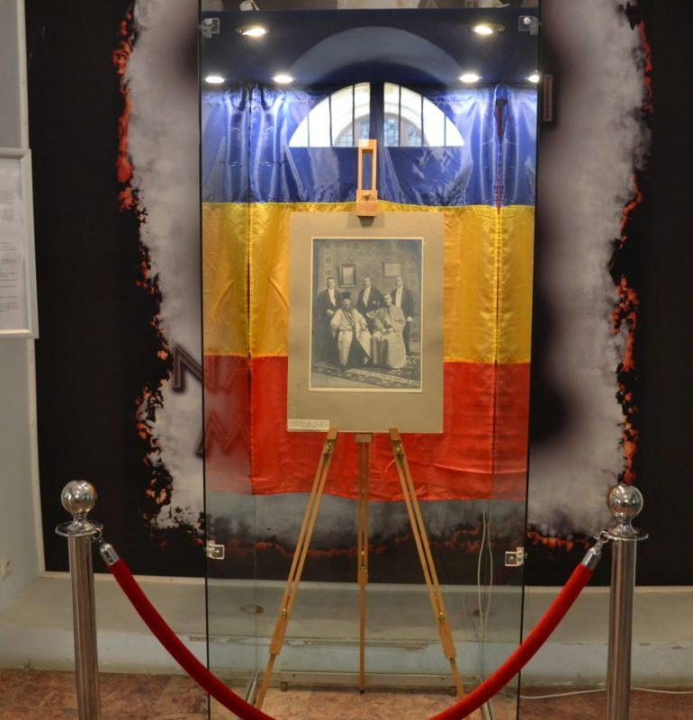 """FOTO-VIDEO: """"Delegația Transilvaniei la București, decembrie 1918"""", exponatul lunii decembrie, la Muzeul Naţional al Unirii din Alba Iulia"""