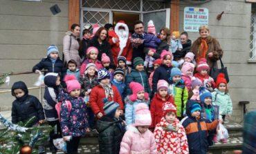 FOTO: Peste 300 de colindători au adus vestea Naşterea Domului Isus Hristos poliţiştilor din Alba, în prima zi din săptămâna ce precede marea Sărbătoare a Crăciunului