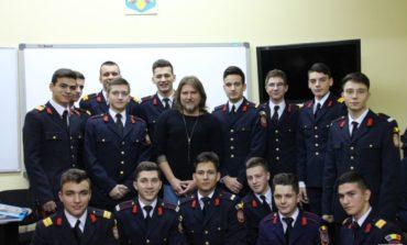 """FOTO: ,,Caravana literară a scriitorilor în școală"""", la Colegiul Naţional Militar """"Mihai Viteazul"""" Alba Iulia"""