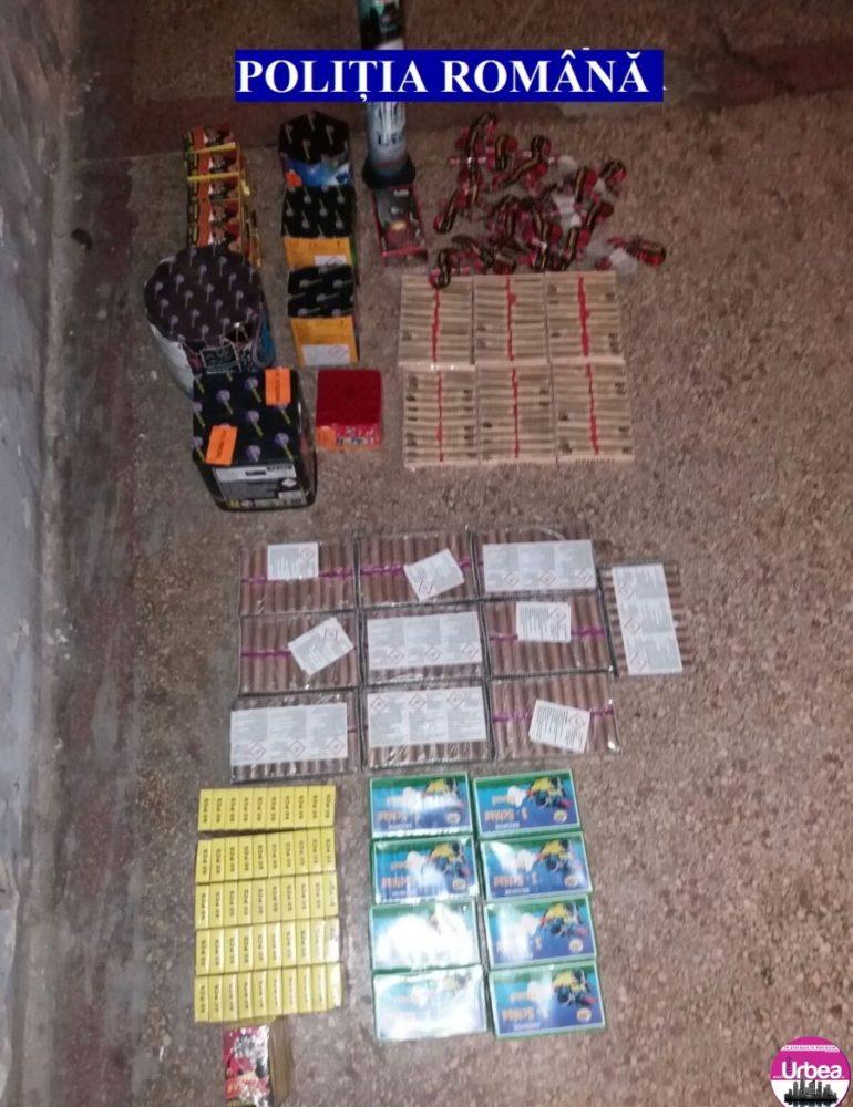 """FOTO: Acţiunea """"Foc de artificii"""". Poliţia Alba a confiscat peste 10 mii de articole pirotehnice"""
