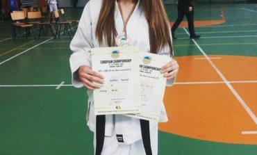"""FOTO: Denisa Gomboş, elevă la Colegiul Naţional Militar """"Mihai Viteazul"""" din Alba Iulia, medaliată la Campionatul European de Karate IMAF Olanda"""
