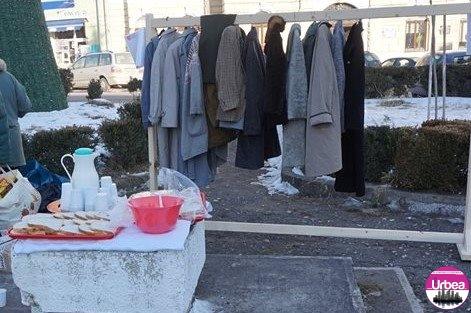 """De astăzi: """"Cuier pentru nevoiași"""", pe strada Meseriaşilor din Aiud"""