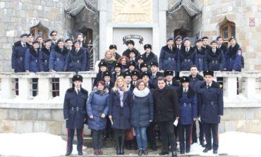 """FOTO: Membrii cercului de lectură de la Colegiul Naţional Militar """"Mihai Viteazul"""" din Alba Iulia, în vizită la Breaza, alături de elevi din cele patru colegii militare din țară"""