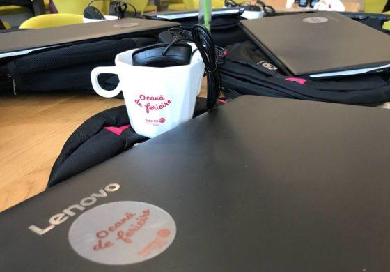 """FOTO: 6 laptop-uri echipate cu mouse și ghiozdan pentru elevii de la Liceul Național """"Lucian Blaga"""" din Sebeș, în urma proiectului caritabil """"O cană de fericire"""""""
