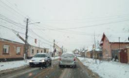 FOTO: Acţiuni de dezăpezire la Sebeş. Mai multe utilaje intervin şi în localităţile aparţinătoare – Răhău, Lancrăm, Petrești