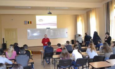 """FOTO IPJ Alba: Activităţi de  informare şi prevenire a delincvenţei juvenile şi a consumului de droguri în cadrul proiectului """"Împreună pentru siguranţa tinerilor"""""""