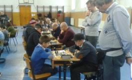 """FOTO: Memorialul Hosszú Elemér la şah rapid, un turneu tradiţional organizat de Colegiul Naţional """"Bethlen Gábor"""" din Aiud"""