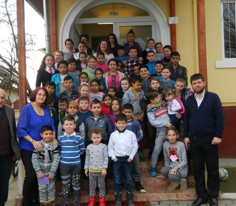 FOTO: Copiii de la centrele de zi din Războieni și Silivaș află cât de importantă este prietenia