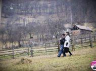 """FOTO: Caravana emisiunii """"Ie, Românie"""", a ajuns în judeţul Alba. Alina Pușcaș și Cornel Păsat au căutat cele mai frumoase și harnice fete din Săsciori, Săliște, Căpâlna și Pianu"""
