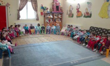 """FOTO: Copilașii de la Centrul de zi ,,Sf Irina"""" din Blaj și-au sărbătorit mămicile cu ocazia Zilei de 8 Martie"""
