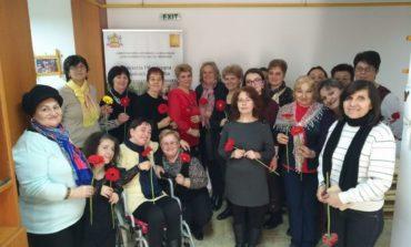 """FOTO: Beneficiarele Centrului de servicii acordate în comunitate """"Sfântul Meletie"""" Alba Iulia sărbătorite cu ocazia Zilei Internaționale a Femeii"""