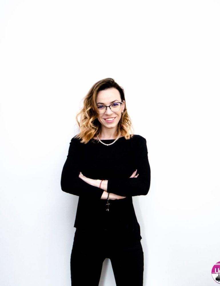 """(INTERVIU) Crina Luha, curator TEDx AlbaIulia: """"Ne dorim să oferim noi perspective, să redefinim idei și să provocăm publicul să iasă din zona de confort"""""""