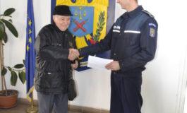 FOTO: Un vârstnic din Alba Iulia, dovadă de spirit civic. A predat poliției 3.200 de lei găsiți pe stradă
