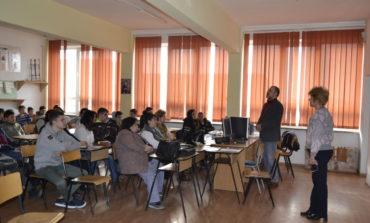 """FOTO: Proiectul  """"Cunoaşte şi Protejează Patrimoniul Cultural Naţional"""". Elevi din Alba Iulia au aflat de la poliţişti de ce este important să protejeze patrimoniul cultural"""