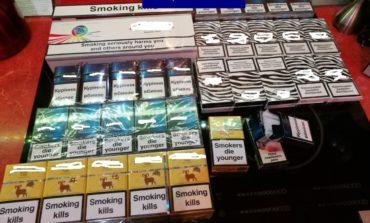 FOTO-VIDEO: Percheziţii la Cugir. Peste 8000 de ţigarete şi alcool, confiscate