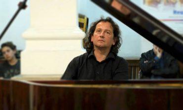 Miercuri: Pianul călător ajunge la Alba Iulia. Horia Mihail a pregătit o serie de piese celebre de Mozart, Beethoven, Schumann şi George Enescu