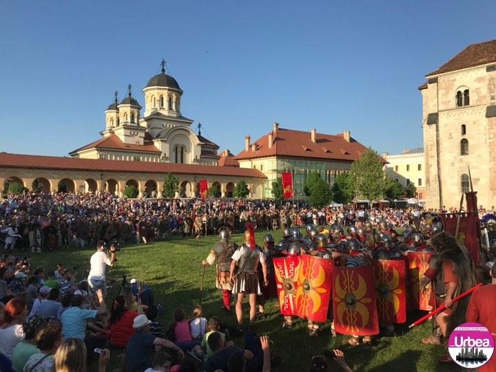 FOTO-VIDEO: Războaiele lui Traian cu Decebal și lupte de gladiatori, în cea de-a doua seară a Festivalului Roman Apulum de la Alba Iulia