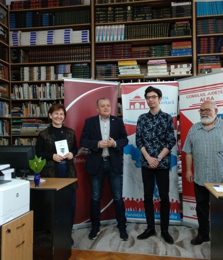 FOTO: Sebastian Popescu, bursier al Fundației Comunitare Alba, și-a lansat primul volum de poezii