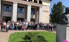 Foto, campanie de ecologizare la Sebeş: 1000 de voluntari implicaţi, 6000 de plante şi ghivece distribuite tuturor copiilor