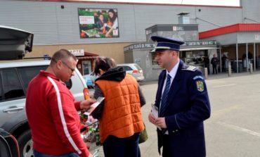 FOTO: Sute de persoane din Alba Iulia au fost sfătuite de poliţişti, înainte de Paște
