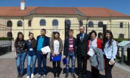 """FOTO: Sesiunea de comunicări ştiinţifice a studenţilor In Extenso (Ştiinţe Economice), secţiunea elevi în parteneriat cu Universitatea """"1 Decembrie 1918"""" din Alba Iulia"""