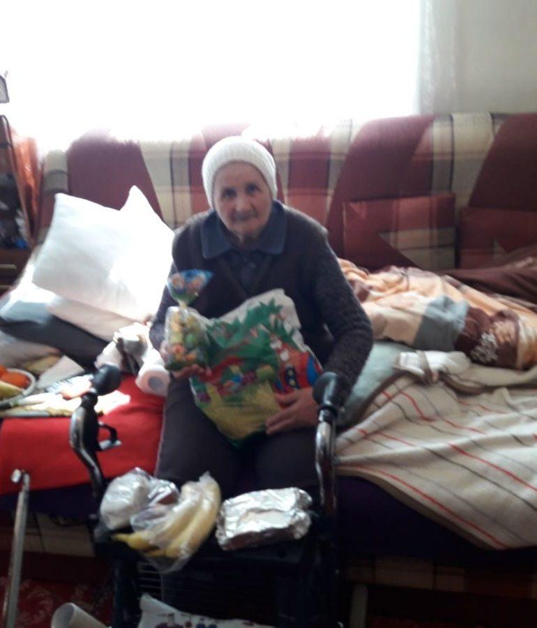 FOTO: Persoanele vârstnice din Blaj ajutate să întâmpine Sfintele Sărbători de Paști cu sufletele și casele curate
