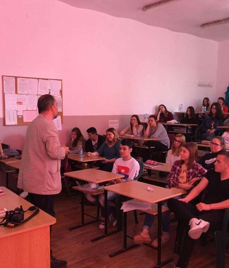 """FOTO: Despre bullying, substanțe interzise şi trafic de persoane, cu poliţiştii din Alba în cadrul programului """"Şcoala Altfel"""""""