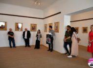 """FOTO: De la New York la Alba Iulia. Expoziţia de artă plastică """"Oameni şi noi"""", semnată de Anca Sas"""