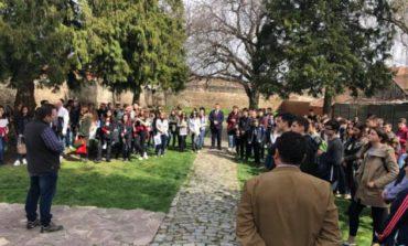 """FOTO: 200 de elevi și 34 de cadre de didactice au participat la o """"Întâlnire cu istoria Sebeșului, în anul centenar"""""""