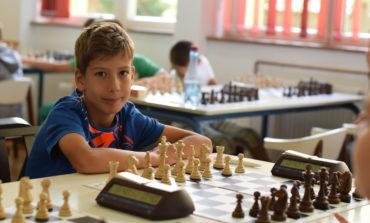 """FOTO: George Pleșa a câștigat turneul de șah pentru copii """"Cuiul Sigheţean"""""""