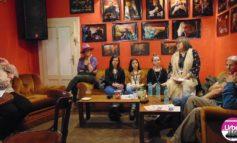 """FOTO-VIDEO: Au început """"Poveştile"""" la Alba Iulia. Despre valorile autentice româneşti, la prima """"Cafea cu tâlc"""" din cadrul Festivalului Internaţional de Teatru"""