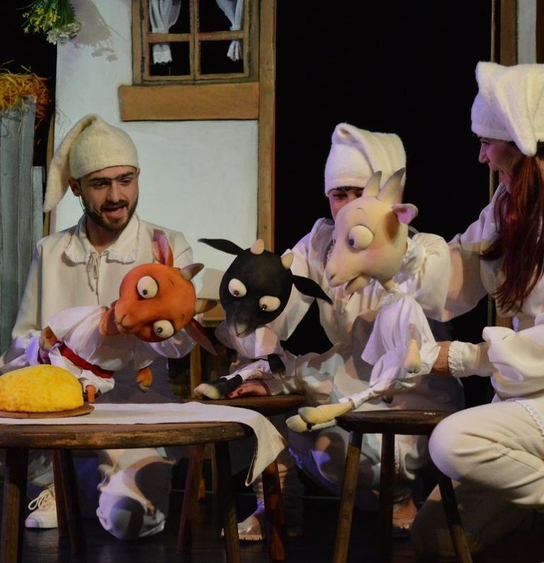 """16 – 18 mai: Teatrul de Păpuși """"Prichindel"""" din Alba Iulia va prezenta spectacolul  """"Capra cu trei iezi"""" la Festivalurile de la Galaţi şi Oradea"""