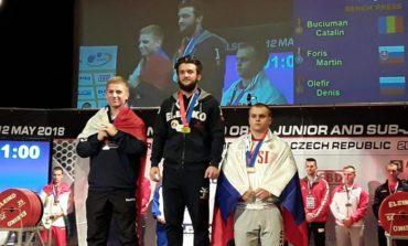 FOTO: Cătălin Buciuman, sportiv legitimat la CS Unirea Alba Iulia, medaliat cu aur la Campionatul European de Powerlifting din Cehia