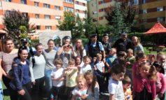 """FOTO: Jandarmii albaiulieni, în vizită la Grădinița """"Dumbrava Minunată"""" din Alba-Iulia"""