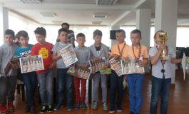 FOTO: Medalii pentru juniorii albaiulieni la Cupa Logismart la șah rapid de la Sibiu