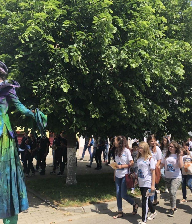 """FOTO-VIDEO: Poetul şi filosoful ,,Lucian Blaga"""", purtat în centrul istoric al Municipiului Sebeş, în cadrul Festivalului Internaţional"""