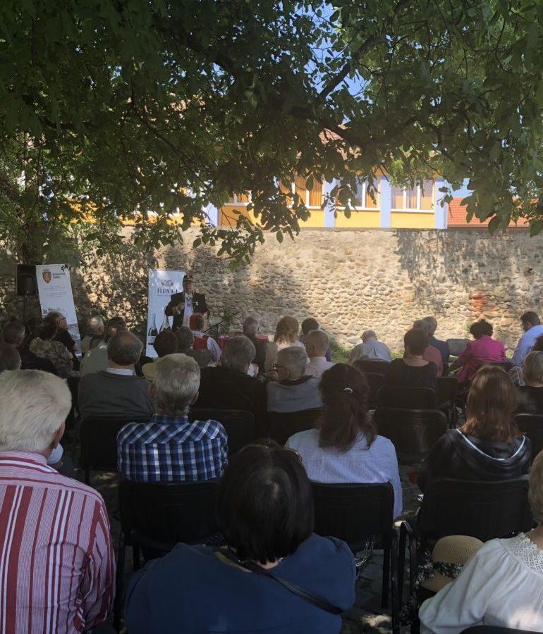 """FOTO: Conferință de excepție pe tema filosofiei blagiene, susţinută de academicianul Alexandru Surdu, în cadrul Festivalului Internaţional """"Lucian Blaga"""" Sebeş"""