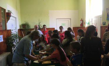 """FOTO: Caravana literară a Bibliotecii Județene ,,Lucian Blaga"""" Alba, la Mirăslău"""