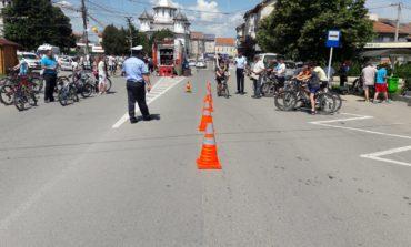 FOTO IPJ Alba: Concursuri și desene pe asfalt realizate de elevi alături de polițiști