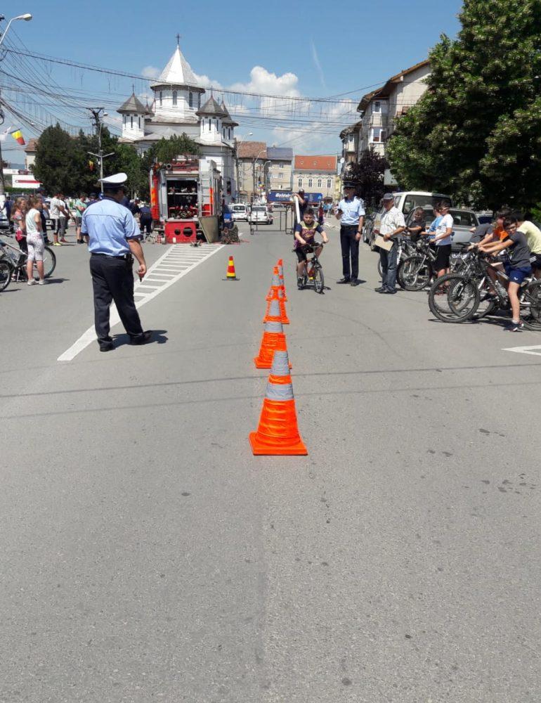 De Ziua Internațională a Copilului, polițiștii din Alba vor desfășura activități dedicate celor mici