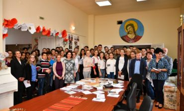 """FOTO: Proiectul educaţional """"Poezia mărturie din temnița comunistă"""". Martirii de la Aiud, cinstiți de elevii din zona Ocna - Mureș"""