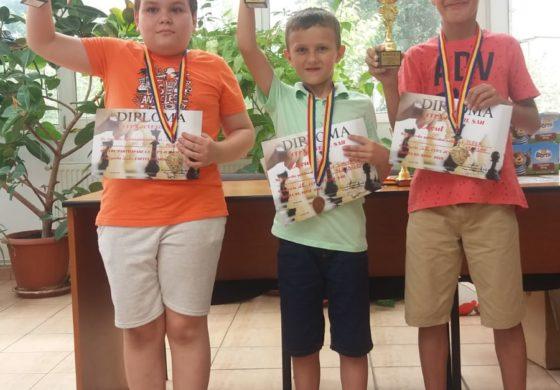 FOTO: Tinerii şahişti albaiulieni au dominat Cupa de Vară de la Sibiu